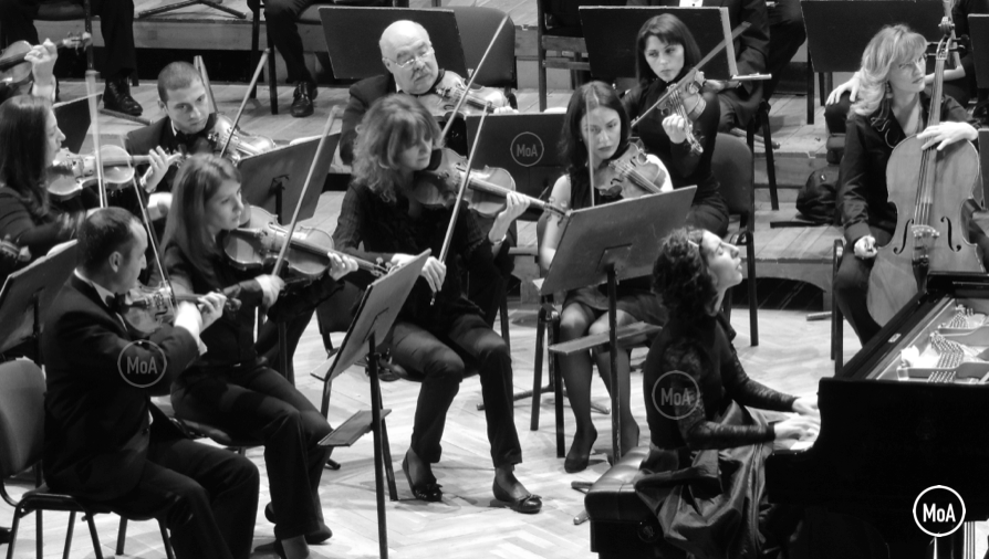 Armenian Philharmonic Orchestra and Lusine Khachatryan
